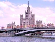 平衡2011年5月的莫斯科Kotelnicheskaya码头 图库摄影