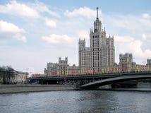 平衡2011年的莫斯科Kotelnicheskaya码头 免版税库存照片