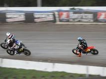 平轨道摩托车赛跑是快速和扣人心弦的体育 库存图片