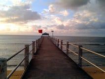 平静在刁曼岛的跳船桥梁 库存图片