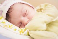 平静地睡觉小的婴孩 库存图片