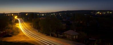 平静夏天晚上在Karabulak,俄罗斯 图库摄影