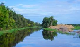 平静河在越南 库存图片