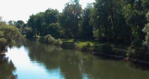 平静河的场面 库存图片