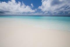平静海岸海洋 免版税库存图片