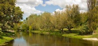 平静的小河 库存图片