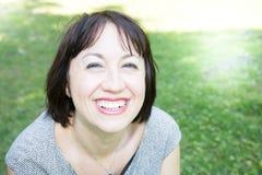 平静的微笑的成熟妇女画象  免版税库存照片