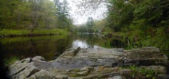 平静的欧克莱尔河 库存图片