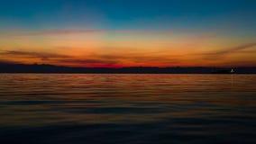 平静的海景场面,与美丽在日落桔子col以后 图库摄影