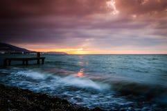平静的海湾日落环境 免版税库存照片