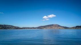 平静的湖场面 免版税库存照片