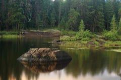 平静的湖 免版税库存图片