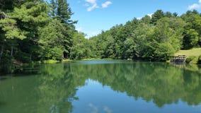平静的湖 免版税库存照片