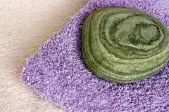 平面的小卵石软的毛巾 免版税库存照片