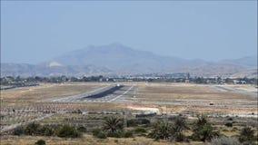 平面着陆在阿利坎特机场 影视素材