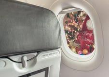 平面窗口和圣诞节装饰品 免版税图库摄影