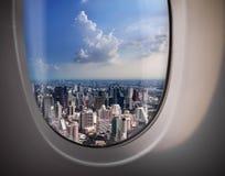 从平面窗口的城市视图 库存图片