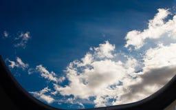 平面舷窗美妙的cloudscape视图 免版税库存图片
