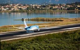 平面登陆的波音737-800 图库摄影