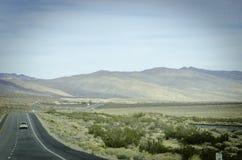 平直的沙漠路加利福尼亚 库存图片