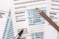 2018年与铅笔的报税表1040 免版税库存图片