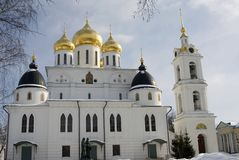 1507 1533年假定建立了大教堂年 克里姆林宫在Dmitrov,古镇在莫斯科地区 免版税库存照片