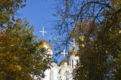 1507 1533年假定建立了大教堂年 古老东正教在Klyazma河的高河岸站立超过850年 免版税库存照片