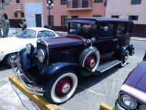 1930年克莱斯勒66与两个另外的轮子的四个门 免版税图库摄影