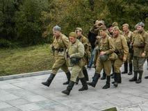 1941年在波多利斯克军事学院的纳粹队伍和军校学生的之间世界大战争斗的重建2 免版税库存图片