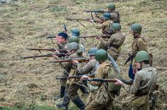 1941年在波多利斯克军事学院的纳粹队伍和军校学生的之间世界大战争斗的重建2 库存照片
