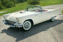 1957年坐的Ford Thunderbird  库存照片