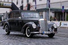 1952年奔驰车220 B Cabrio老朋友汽车 免版税库存图片
