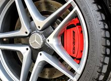 2015年奔驰车C63S AMG轮子和闸 免版税图库摄影