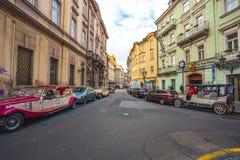 25 01 2018年布拉格,捷克Respublic -徒步游览的老汽车 免版税库存照片