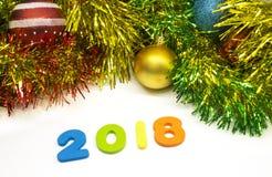 2018年新年快乐五颜六色的闪亮金属片圣诞节设计背景 库存图片