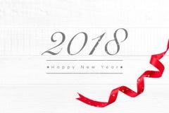 2018年新年快乐在白色木背景的问候文本 免版税库存照片