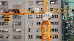 18 05 2019年昆明,中国运行的起重机工地工作在中国城市 股票录像