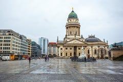 25 01 2018年柏林,德国-教会在Gendarmenmarkt广场 免版税库存照片