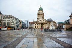 25 01 2018年柏林,德国-教会在Gendarmenmarkt广场 库存图片