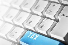 1040年概念放置包税时间顶层的表单指令 库存照片
