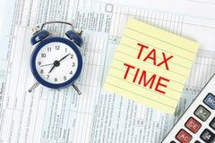 1040年概念放置包税时间顶层的表单指令 库存图片