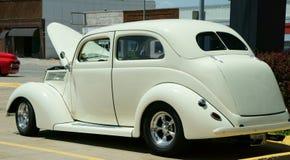 1936年福特小轿车侧视图 免版税图库摄影