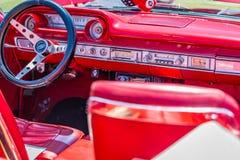 1964年福特Galaxie 500 XL敞篷车 库存照片