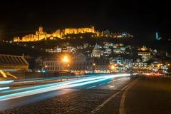13 04 2018年第比利斯,乔治亚-夜视图第比利斯,明亮 免版税图库摄影