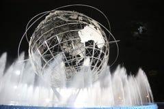 1964年纽约世界s公平的Unisphere在晚上 库存图片