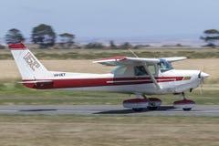 1977年赛斯纳152架单引擎小型飞机VH-CET 库存图片
