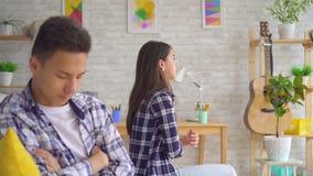 年轻亚洲夫妇有一次危机在他们的关系 股票录像