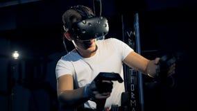 年轻人使用虚拟现实平台在赌博过程 虚拟现实赌博概念 股票录像