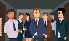 年轻人和少妇办公楼的一个拥挤电梯的 免版税图库摄影