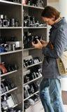 年轻人在照相机界面 免版税库存图片